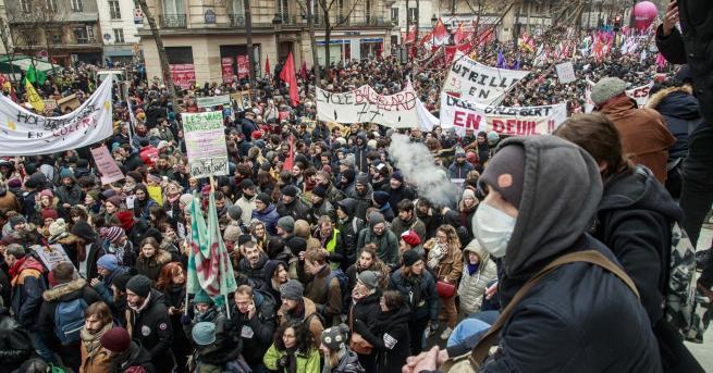Свят 800 000 протестираха срещу пенсионната реформа на Макрон В