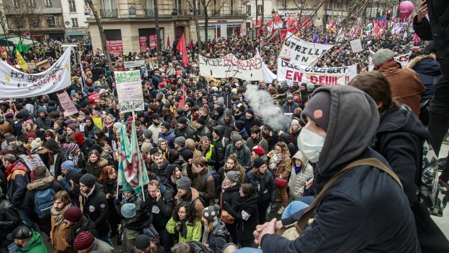 <p>800 000 протестираха срещу реформа на Макрон</p>