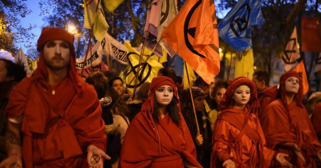 Хиляди хора излязоха в Мадрид на демонстрация с призив към