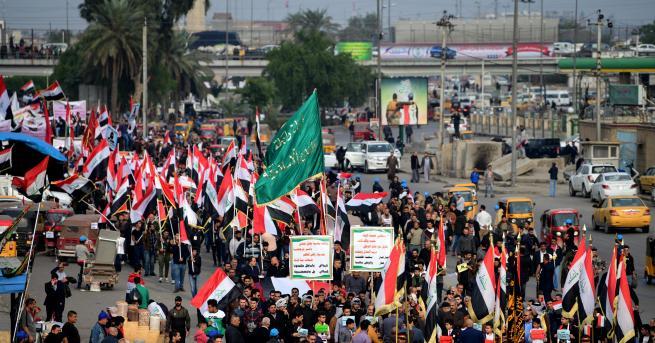 Служители на иракските сили за сигурност и медицински работници казаха,