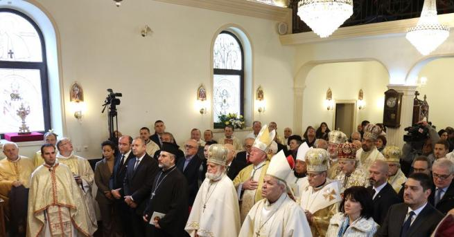 Държавният глава Румен Радев присъства на Света литургия за въздигане