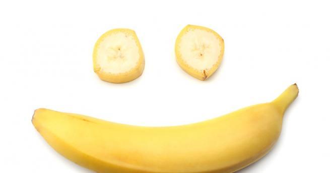 Банан, прикрепен за стената с парче самозалепваща сива лента, беше