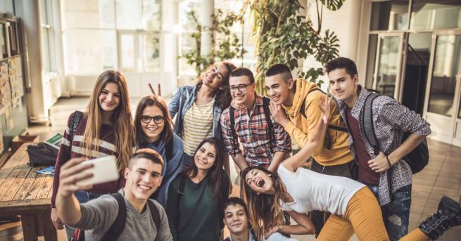 За поколения български студенти този ден е еуфоричен – това