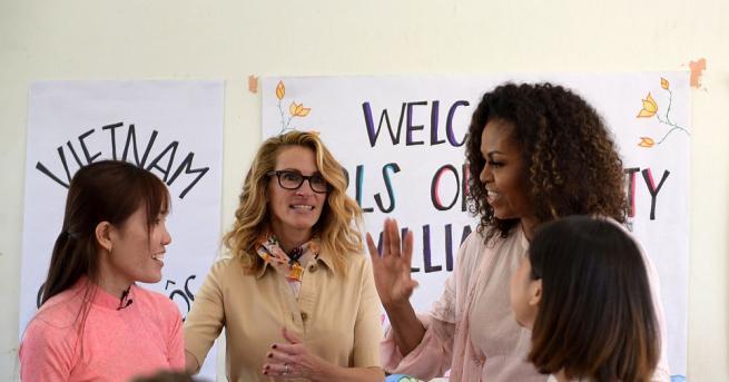 Бившата първа дама на САЩ Мишел Обама и актрисата Джулия