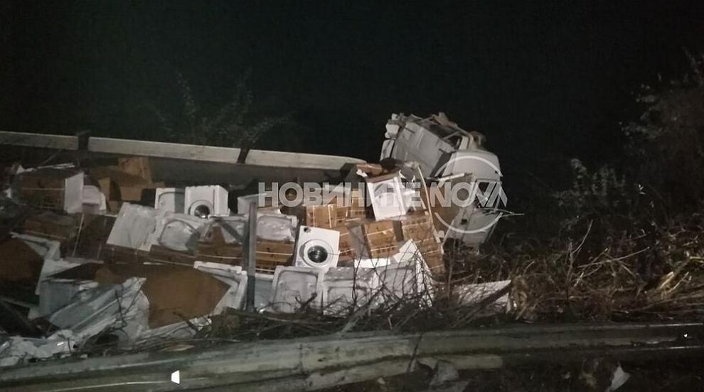 Тежка катастрофа между два тира на пътя Дебелец - Килифарево (ВИДЕО)