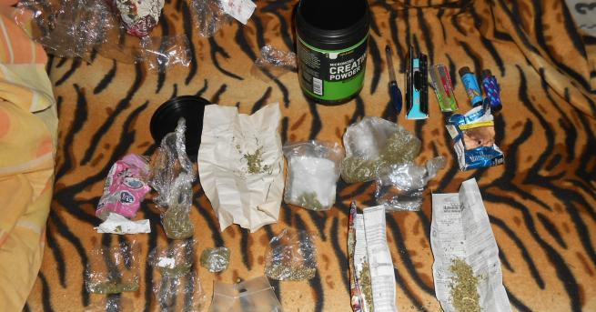 Снимка: Селфи издаде тийнейджър за половин килограм марихуана