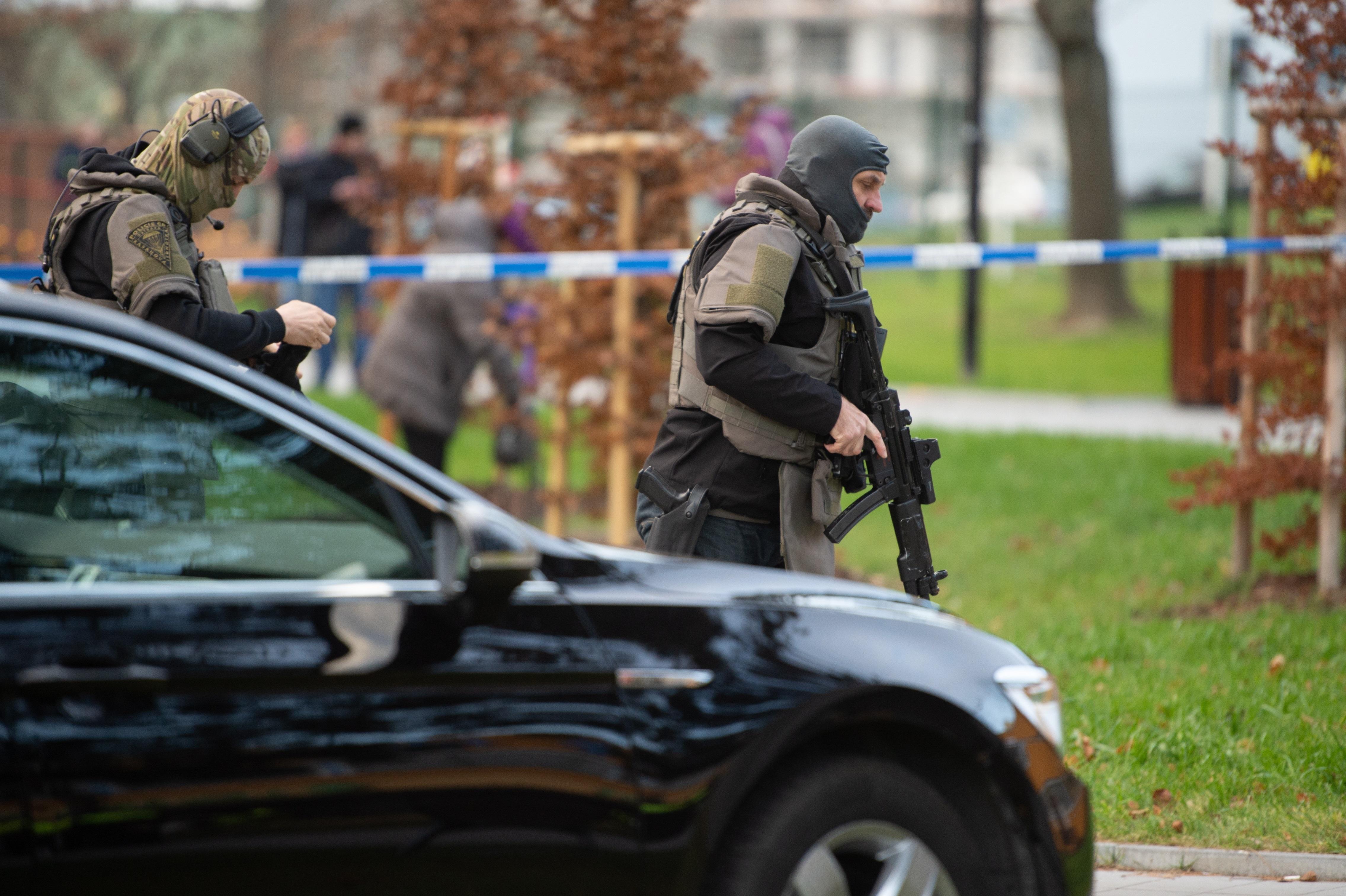 Нападател е открил стрелба в болница в град Острава, загинали са шестима души.
