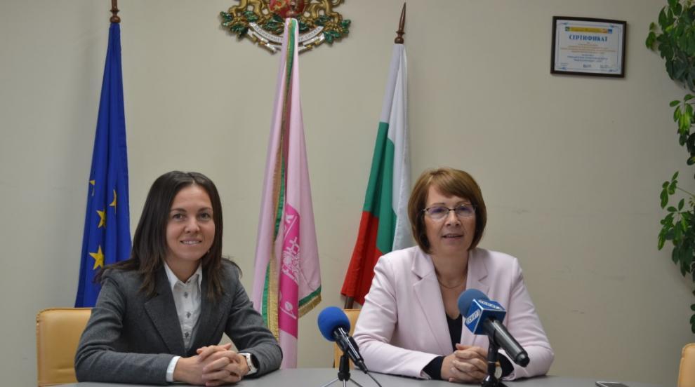 Галина Стоянова внася предложенията си за по-социална политика