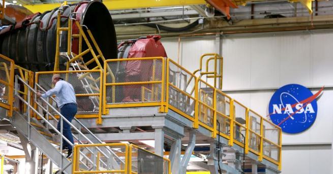 Първата степен на новата тежка ракета-носител, с която НАСА се