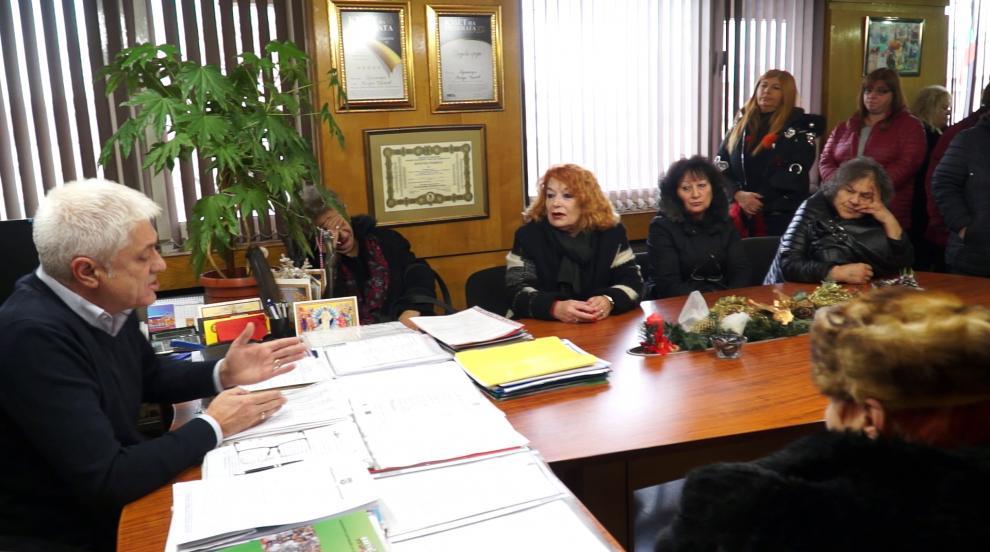 Търговците от ГУМ Дупница се срещнаха с кмета заради намеренията на 2...