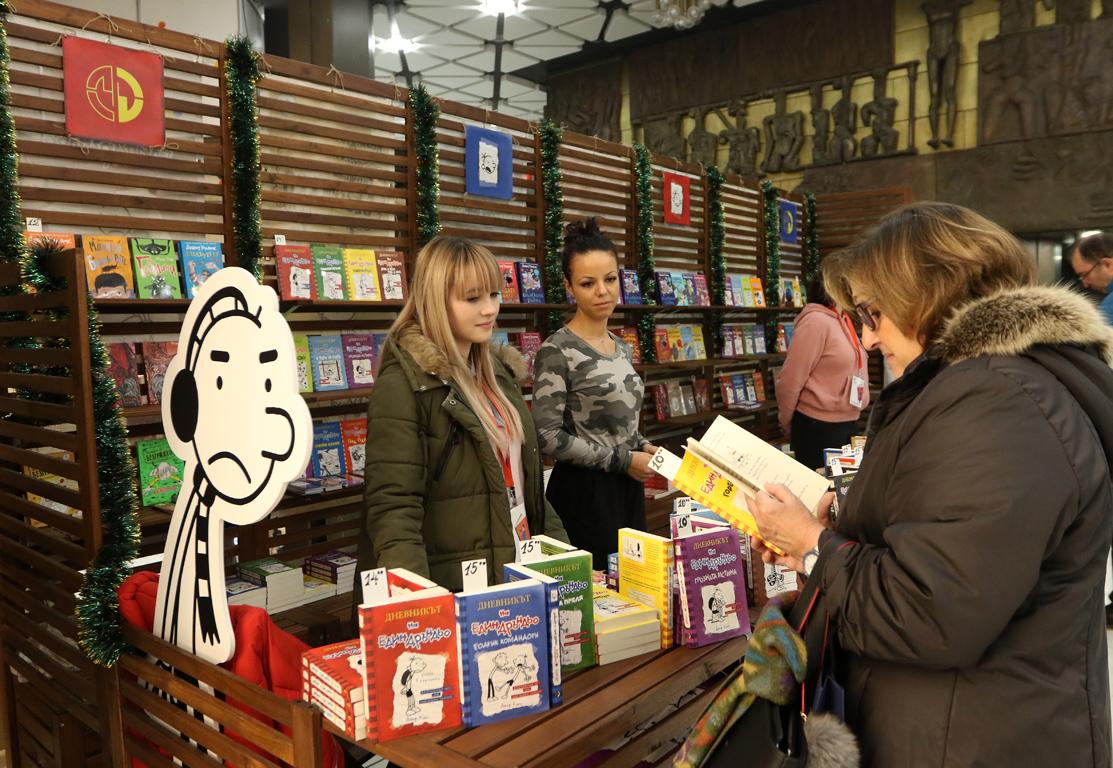 <p>В навечерието на коледните и новогодишни празници, между 10 и 15 декември, в Националния дворец на културата се провежда най-мащабният книжен форум в страната - Софийският международен панаир на книгата.</p>