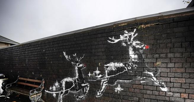 Стенна коледна рисунка на анонимния британски стрийт художник Банксистана хит