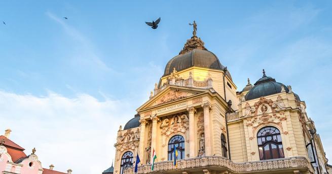 Унгарският парламент прие днес закон, който засилва правителствения контрол над