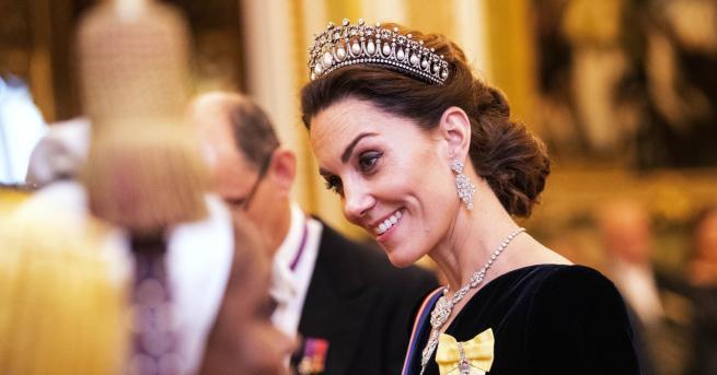 Любопитно Кейт Мидълтън като истинска кралица в Бъкингамския дворец Събитието,