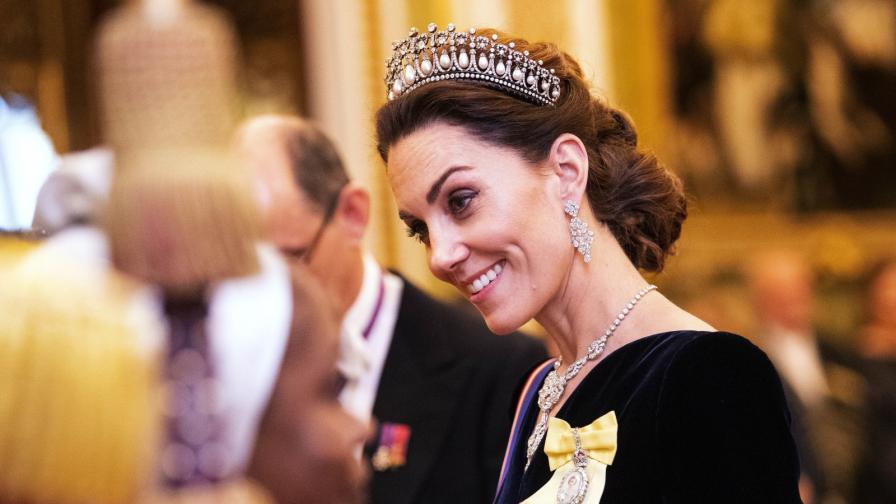 <p><strong>Кейт Мидълтън</strong> като истинска кралица в Бъкингамския дворец</p>