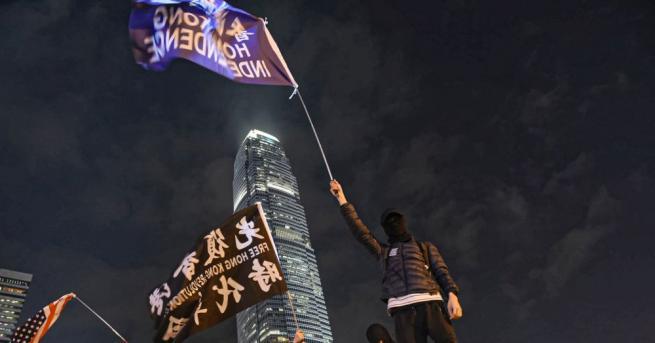 Стотици хора се включиха в демонстрация в Хонконг тази вечер