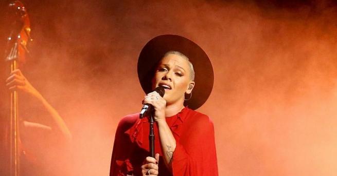 Певицата Пинк обяви, че е заразена с новия коронавирус. Американската