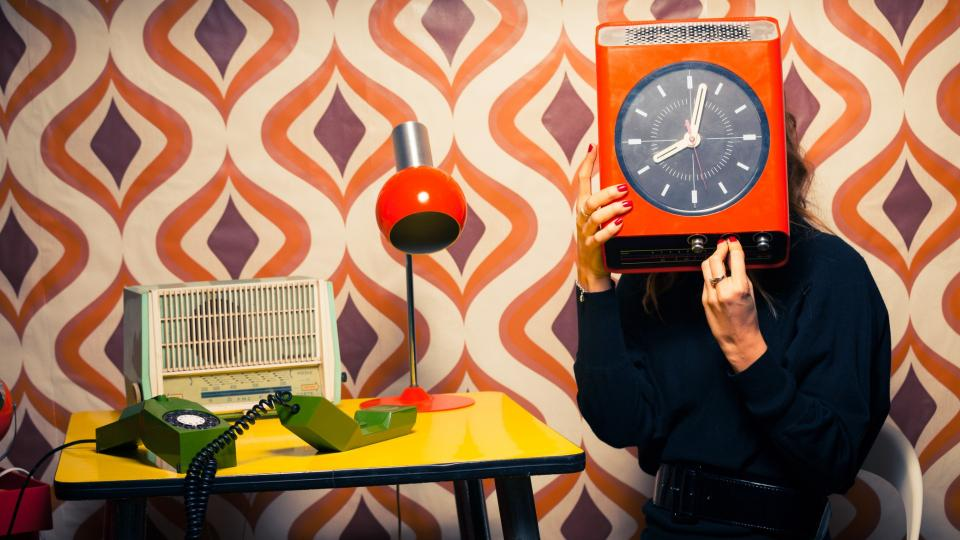 жена работа офис часовник