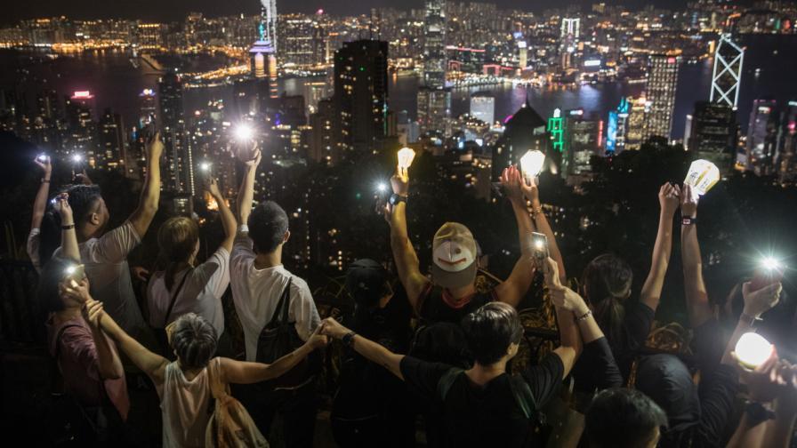 Светът бе разтърсен от протести през 2019 г.