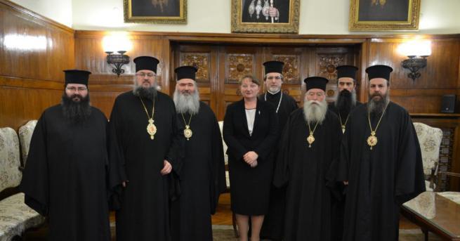 Министърът на труда и социалната политика Деница Сачева проведе среща