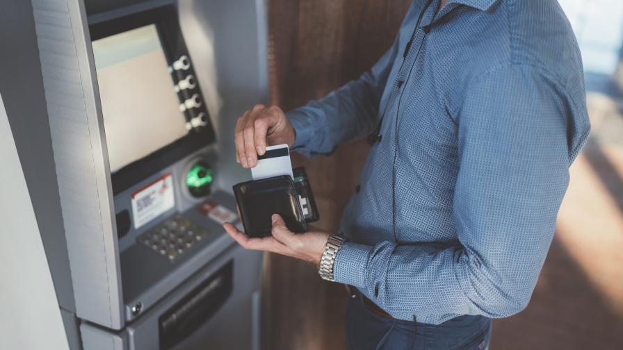 БНБ: Тегленето на пари от банкомат е извън обсега на Закона за платежните услуги
