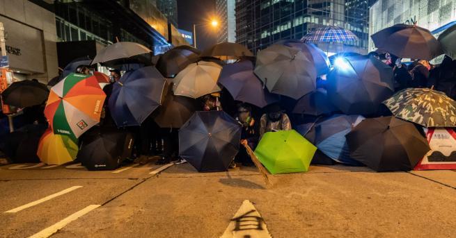 Полицията в Хонконг използва сълзотворен газ срещу антиправителствени демонстранти при