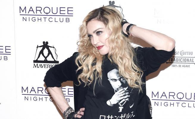 Мадона с ново младо гадже? Папараци ги изловиха в хотел