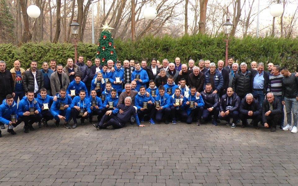Славните ветерани на Левски наградиха младите футболисти и треньорите им