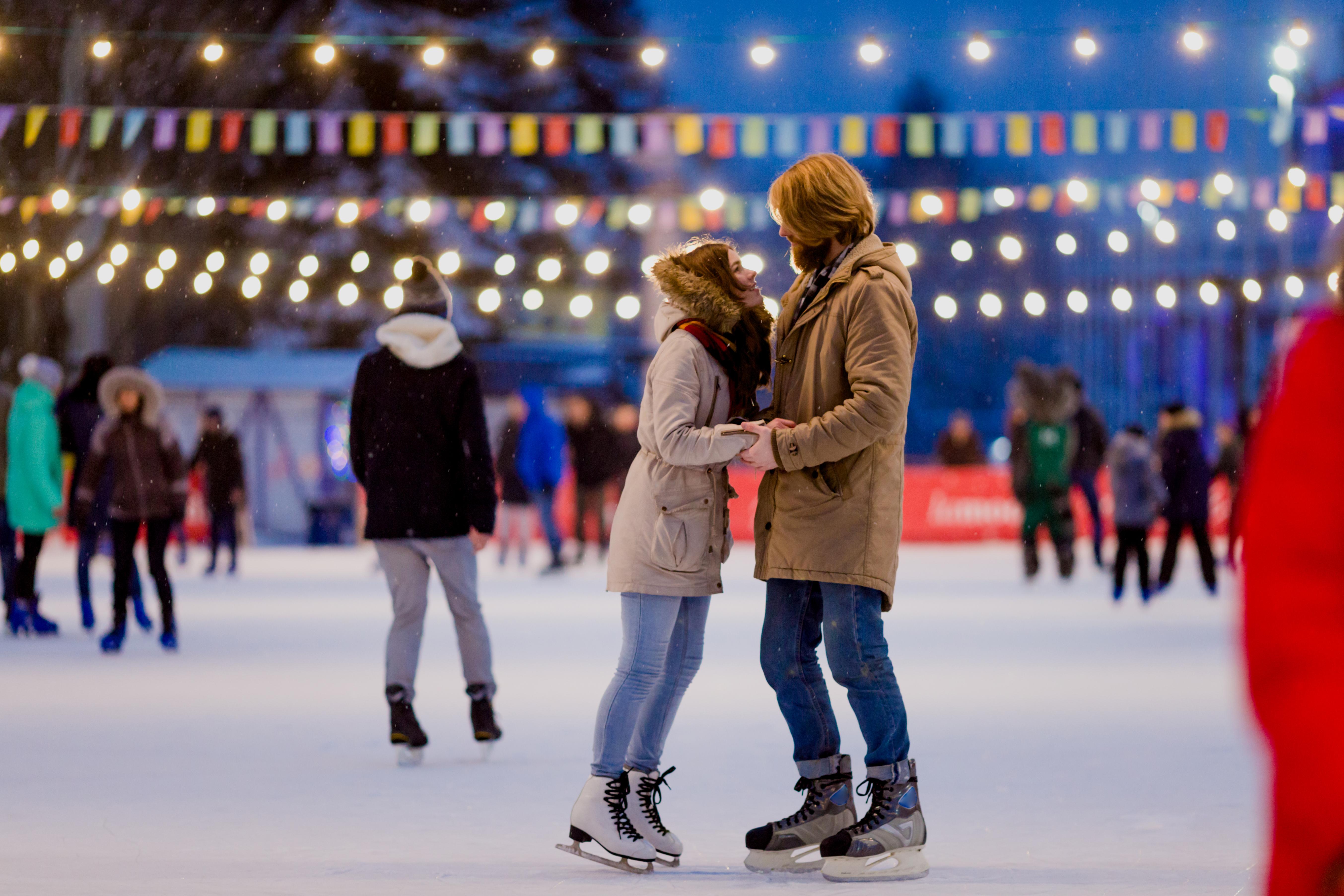 <p>Овен</p>  <p>Трябва да отидете на кънки на лед на открито и да си направите фотосесия, а след това да използвате снимките за коледната си картичка!</p>
