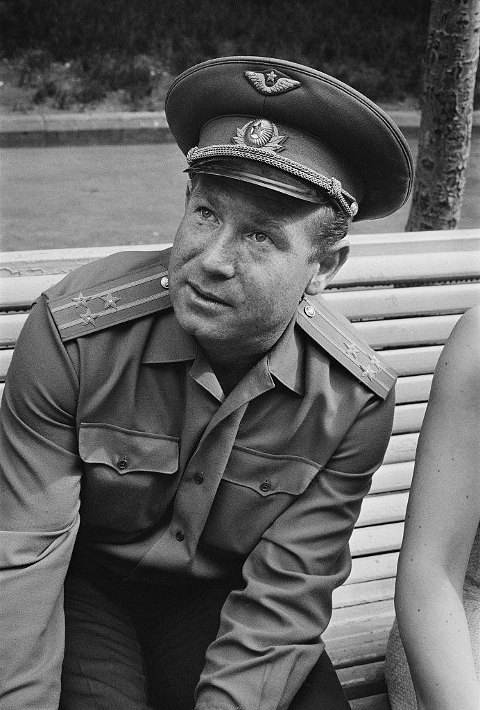 <p><strong>Алексей Леонов</strong></p>  <p>През октомври месец на 85-годишна възраст почина първият човек, разхождал се в открития космос - руският космонавт Алексей Леонов.</p>