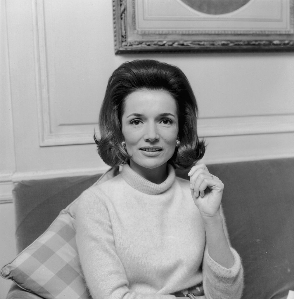 <p><strong>Лий Радзивил</strong></p>  <p>На 85-годишна възраст през февруари месец почина Лий Радзивил - малката сестра на бившата първа дама Джаки Кенеди.</p>