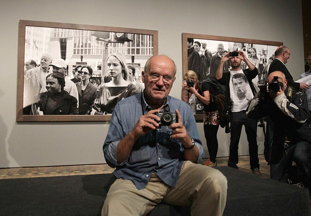 <p><strong>Питър Линдберг</strong></p>  <p>Модният фотоград Питър Линдберг полага основите на ерата на супермоделите. Той е известен като майстора на драматичния фотопортрет в черно и бяло.</p>