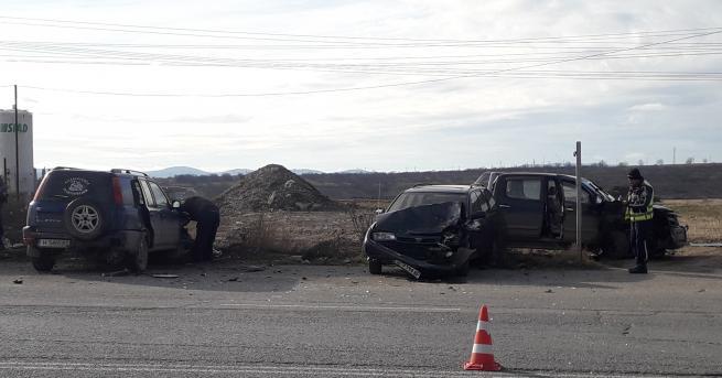 Четири автомобила катастрофираха на бул.