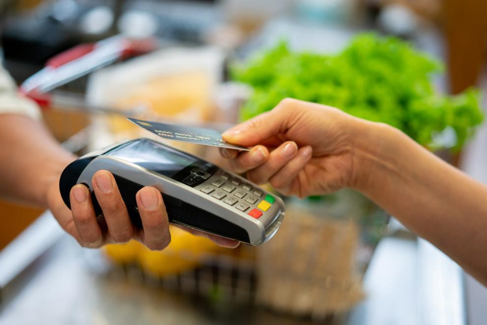 Вдигат на 100 лева лимита за безконтактно плащане