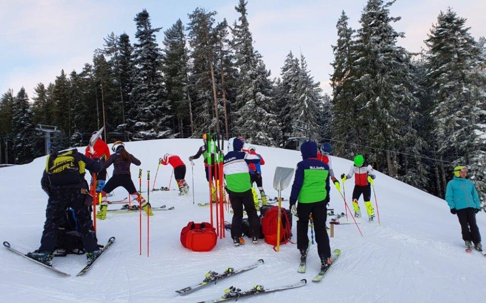 Алпийците тренират при отлични условия в Банско