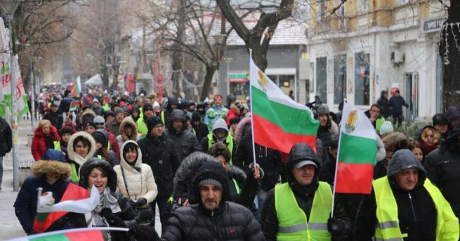 Протест и автошествие срещу водния режим в Перник и областта.