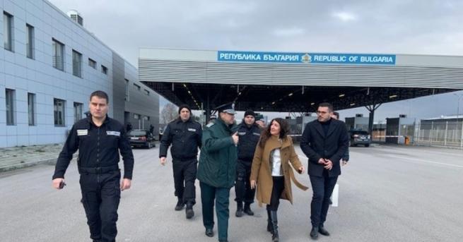 Тази сутрин посланикът на САЩ в България Херо Мустафа посети