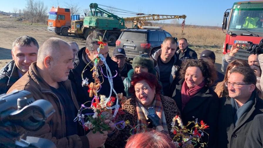 <p>Посрещнаха Борисов с гайди, той обясни защо не се жени&nbsp;&nbsp;</p>