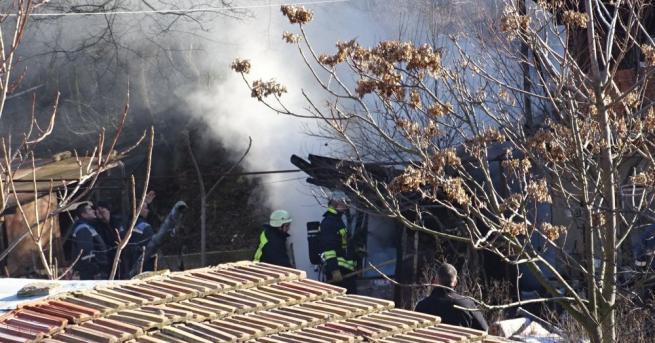 Пожар избухна в таванско помещение на двуетажна къща в село