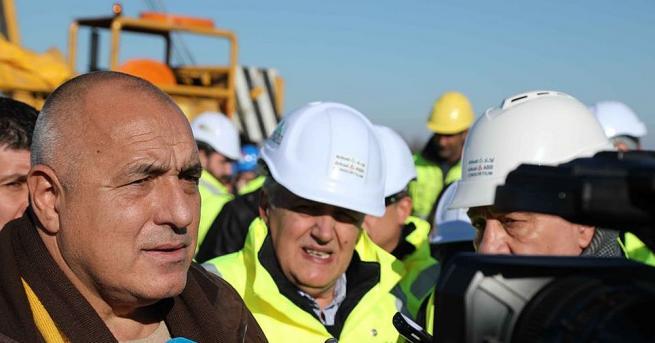 Премиерът Бойко Борисов и вицепремиерът Томислав Дончев инспектираха новостроящото се