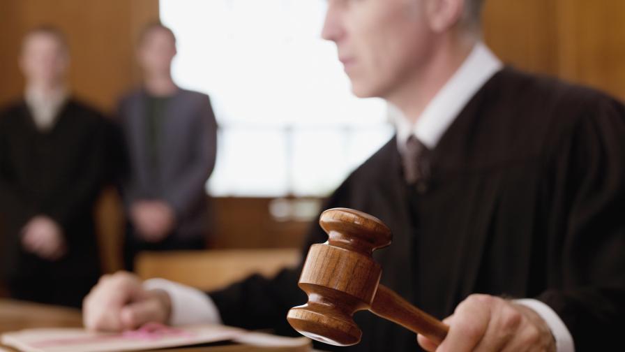 """Съдът пусна бившия шеф на отдел """"Наркотици"""" в ГДБОП под """"домашен арест"""""""