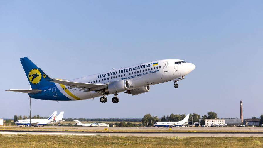 Украински самолет с над 170 души се разби край Техеран