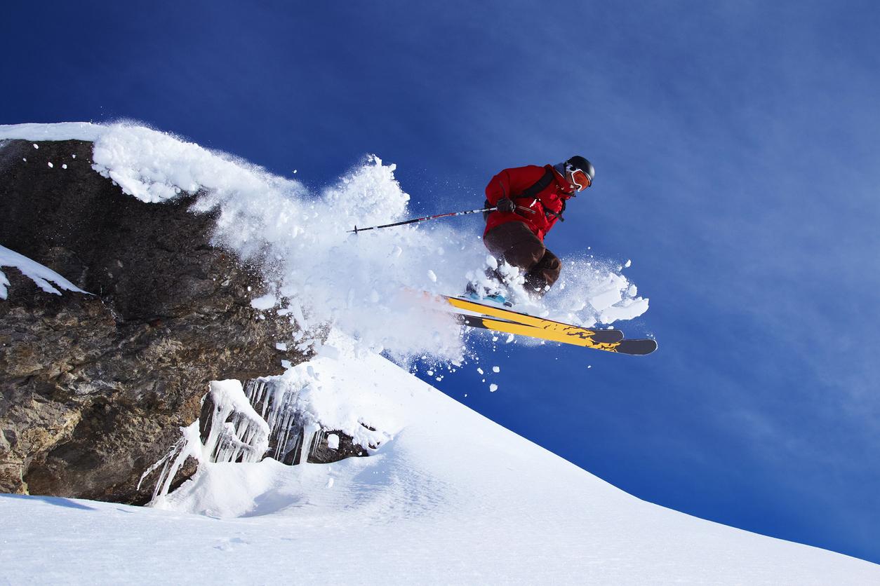 <p><strong>Гъвкавост</strong></p>  <p>След няколко уикенда, прекарани на ски пистата, приятелите ви няма повече да ви&nbsp; казват, че сте като &bdquo;дърво&rdquo;. Практикуването на този спорт ще подобри гъвкавостта ви.</p>