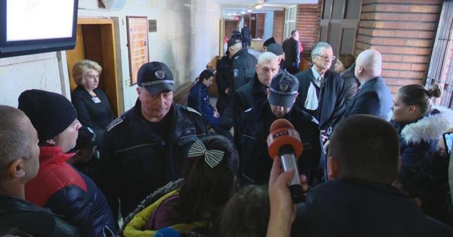 Съдът в Сливен отложи делото за убийството на 677-годишното момиченце
