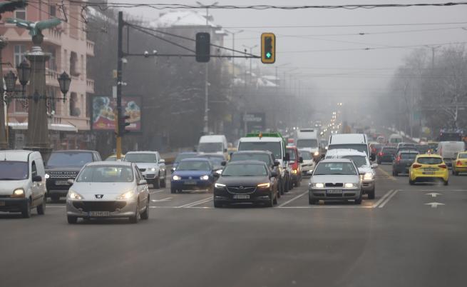 Опасно мръсен въздух в София, проверяват автосервизи и цехове за отпадъци