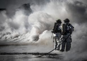 Хеликоптер помага в гасенето на голям пожар край Твърдица