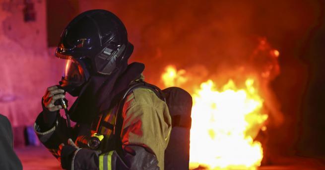 България Огнен ад край Гоце Делчев, пожар изпепели две къщи