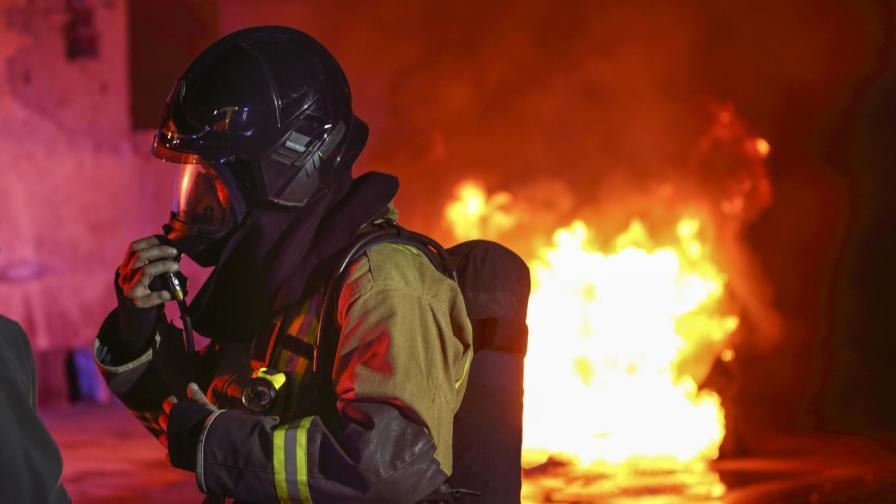 <p>Двама са в тежко състояние след взрива в завод край Пазарджик</p>