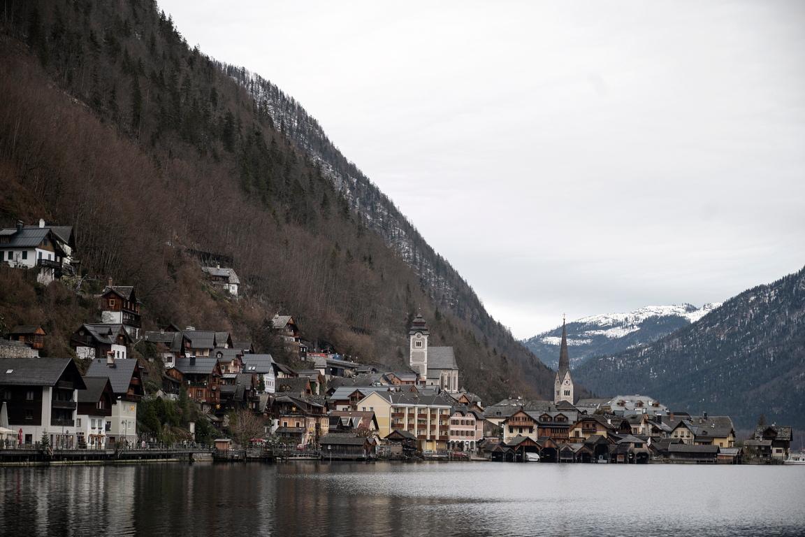 <p>От негативите на популярността, силно страда малкото австрийско градче Халщат, въпреки че е под защитата на ЮНЕСКО.</p>