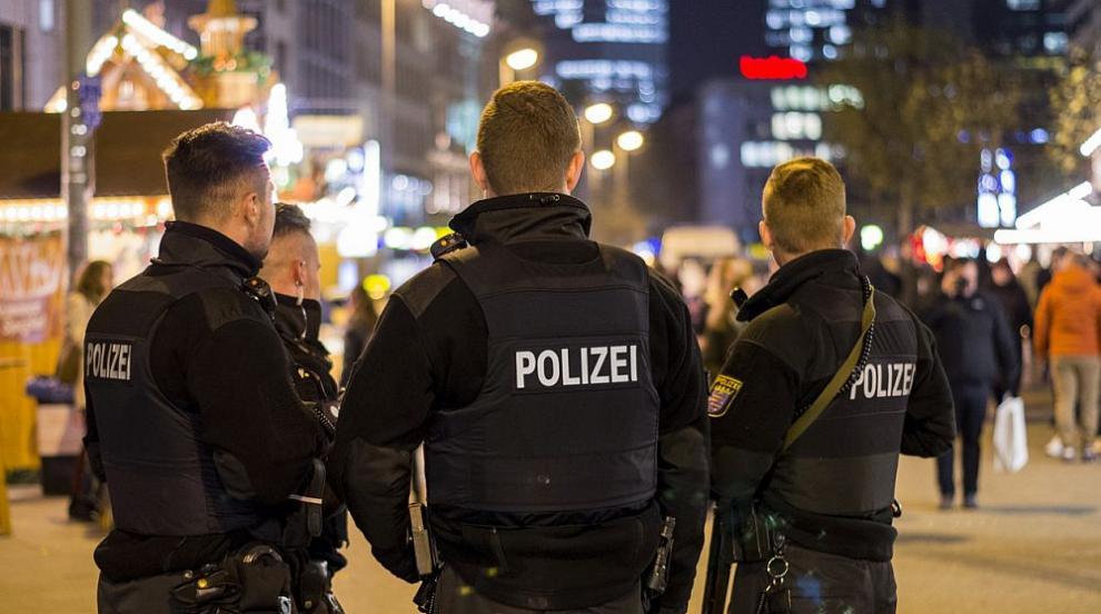 Aрестуваха 12 души при антитерористична операция в Германия